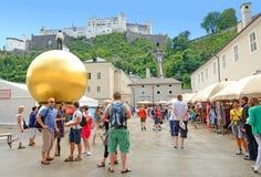 Kapitelplatz i Salzburg, Österrike. Arkivbild