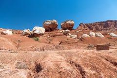 Kapitol-Riff-Schlucht-Zwilling schaukelt gegen blauen Himmel, Utah Stockfoto