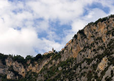 Kaplica na skalistym wychodzie blisko Limone na Jeziornym Gardzie, Włochy Fotografia Stock
