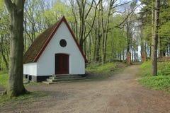 Kaplica przed Waldfriedhof w Dambeck blisko Greifswald, Niemcy (lasowy cmentarz) zdjęcie stock