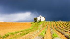 Kaplica z lawendy polem Zdjęcie Stock