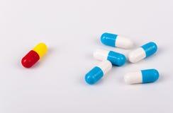 Kapslar av medikamentet Arkivfoto