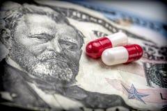 Kapslar etiketterar upp dollaren, begrepp av vård- copay Royaltyfri Bild