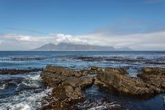 Kapsztad i Stołowa góra jak widzieć od Robben wyspy Zdjęcia Royalty Free