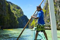 Kaptenen rodde på fartyget El Nido är en 1st gruppkommun i landskapet av Palawan fotografering för bildbyråer