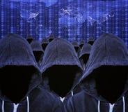Kapturzaści Komputerowi hackery z Globalną Internetową mapą i Binarnym kodem Obraz Royalty Free