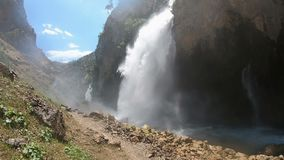 Kapuzbashi faller i den Aladaglar nationalparken stock video