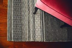 Karło i trykotowy dywan zdjęcie stock