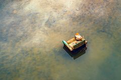 Karło porzucający w rzece Zdjęcie Stock