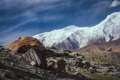 Kara Kul Lake-landschap royalty-vrije stock afbeeldingen