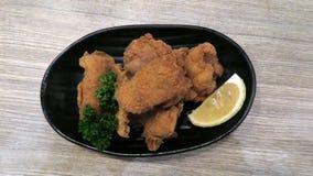Kara-leeftijd Japans Knapperig en yummy Fried Chicken stock foto's