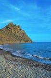 Karadag havet, seglar utmed kusten nära Kara-Dag Himmel Black Sea, bergen, Krim Fotografering för Bildbyråer
