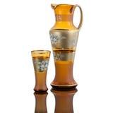 Karaffewasserglas auf weißem backround Lizenzfreies Stockbild