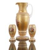 Karaffvattenexponeringsglas på vit backround Royaltyfria Bilder