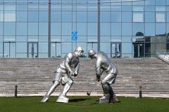 Karaganda Kasakhstan - September 1, 2016: Skulptur av hockey p fotografering för bildbyråer