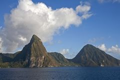 Karaibskie góry i ocean obrazy royalty free