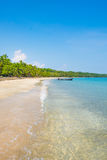 Karaibskiej Costa Rica oceanu wody plaży raju wakacje drzew lasu tropikalnego turkusu wody Pięknej błękitne wody Zadziwiająca Pla Obrazy Royalty Free