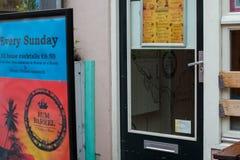 Karaiby Zakazuje «rum baryłkę «w Javastraat ulicie, Oost, Amsterdam, holandie Outside uliczny widok obraz stock