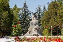 Karakol Issyk Kul, Kirgizistan - Augusti 12, 2016: Monument till th Arkivfoton