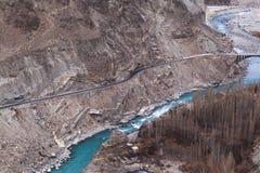 Karakoram huvudväg i Kasmir, Pakistan royaltyfri foto