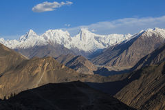 Karakoram-Landstraßenansicht lizenzfreies stockbild