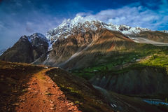 Karakorumbergen stock foto's