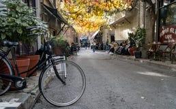 Karakoy是其中一个最时髦的地方在伊斯坦布尔用现代咖啡馆和酒吧 图库摄影