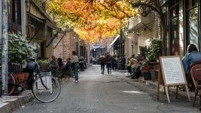 Karakoy是其中一个最时髦的地方在伊斯坦布尔用现代咖啡馆和酒吧 免版税库存照片