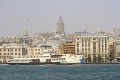 Karakoy Fähre-Kanal lizenzfreie stockfotos