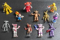 Karakters, de kleine plastic beeldjes van Animatronics van Vijf Nachten bij Freddys-videospelletje stock foto's