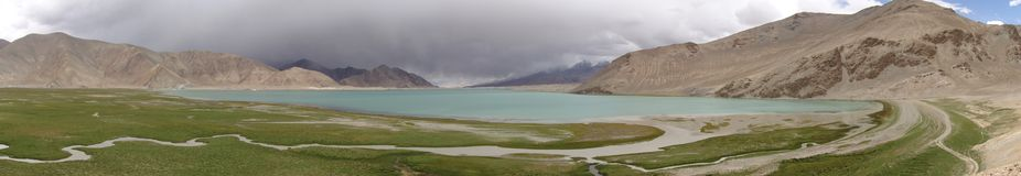 Karakul Lake, China Panorama. Panoramic view of Karakul Lake in the mountains of Xinjiang province, China along the Karakorum Highway between China and Pakistan Royalty Free Stock Photos