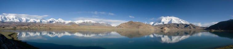 Karakul Lake, Kina royaltyfri bild