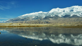 Karakul lake and Muztagh Ata Royalty Free Stock Photos