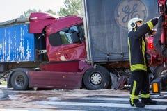 Karambol dwa ciężarówki w Latvia, na A8 drodze, zdarzał się obraz stock