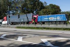 Karambol dwa ciężarówki w Latvia, na A8 drodze, zdarzał się zdjęcie stock