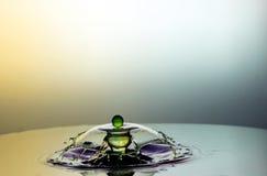 Karambol dwa kropli na powierzchni woda Obrazy Royalty Free