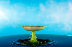 Karambol dwa kropli na powierzchni woda Zdjęcia Stock