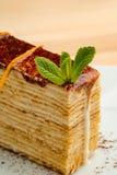 Karamelcake met munt royalty-vrije stock afbeeldingen