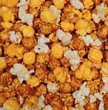 Karamelkaas en de popcornmengeling van het ketelgraan stock fotografie