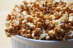 Karamell-Popcorn Lizenzfreie Stockbilder