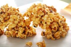 Karamell-Popcorn stockfotografie