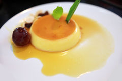 Karamellpudding, Karamellvanillepudding, Vanillepuddingpudding Stockfoto