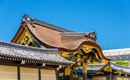 Karamonmaingaten till den Ninomaru slotten på den Nijo slotten i Kyoto Royaltyfria Bilder