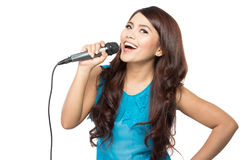 Karaoke do canto da mulher fotos de stock