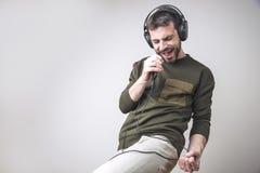 Karaoke que canta y que baila adelante fotos de archivo