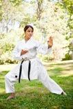 Karaté praticando asiático Fotos de Stock Royalty Free