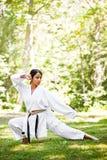 Karaté praticando asiático Imagens de Stock Royalty Free