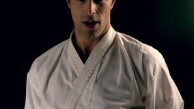 Karate άσκησης ατόμων φιλμ μικρού μήκους