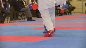 Karate εφήβων μαχητές στο karate πρωτάθλημα απόθεμα βίντεο