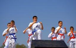 Karate παιδιών επίδειξη λεσχών Στοκ εικόνες με δικαίωμα ελεύθερης χρήσης
